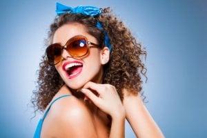 Kosmetisches Zahnbleaching zum Zähne-Aufhellen