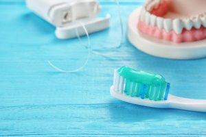 PZR und Zahnsteinentfernung zusammen mit guter Mundhyigiene sind essentiell