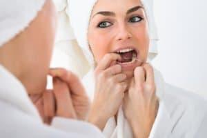 Die richtige Technik ist gefragt bei der Verwendung der Zahnseide