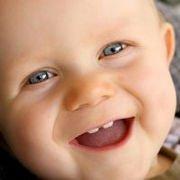 Das Zahnen beginnt beim Baby schon ab dem 4. Monat.