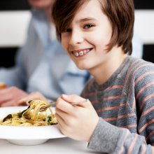Die Kosten für Zahnspangen bei Kindern sind trotz der Auswahl abzuwägen.