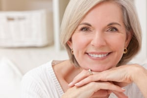 Invisalign oder feste Zahnspange
