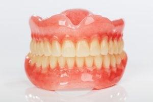 полная картина зубных протезов