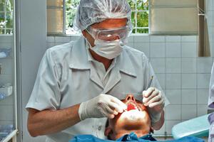 colocando las carillas dentales