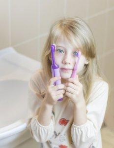 Comparación entre cepillo de dientes eléctrico infantil con cepillo manual
