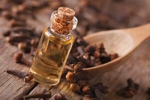 clavo de olor, uno de los mejores remedios caseros para el dolor de muela