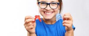 ferulas ortodoncia infantil para corregir los dientes apiñados