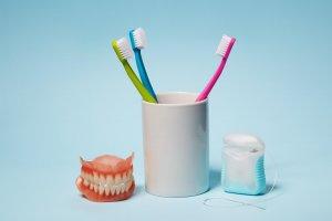 limpiar protesis dental