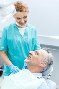 ayuda dental a personas mayores