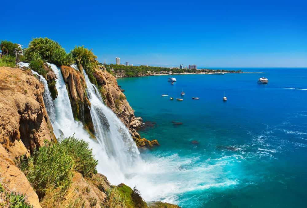 Implantes dentales en Antalya