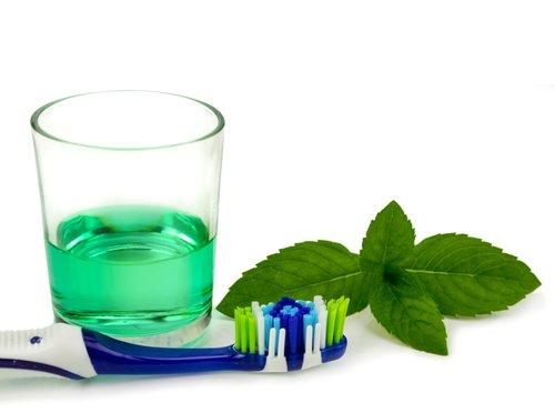how to make mouthwash from thieve's oil
