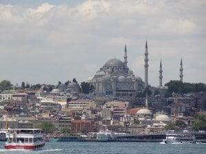 Getting dental implants in Istanbul