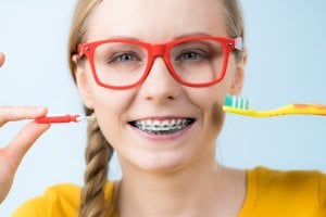 brush your teeth with braces