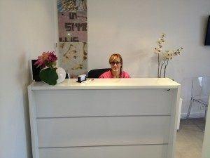 L'assistante dentaire accueille aussi les patients