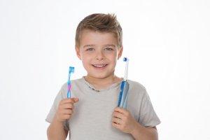 brosse à dent électrique ou manuelle pour enfant