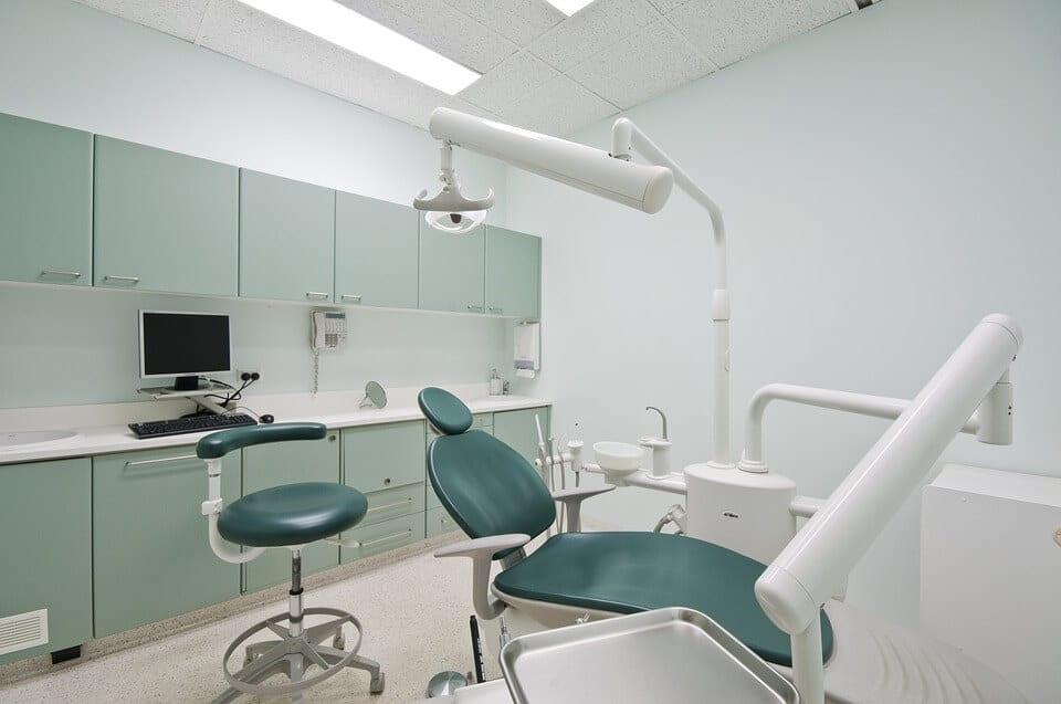 que penser des dentistes low cost existe t il de. Black Bedroom Furniture Sets. Home Design Ideas