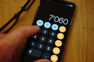 calculatrice sur un téléphone mobile