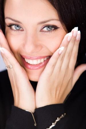 Avec l'appareil dentaire invisible, retrouvez un sourire parfait en toute discrétion