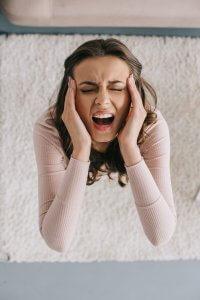 DEs douleurs violentes dues à une infection des dents de sagesse