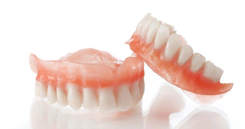 Comment nettoyer un dentier ?