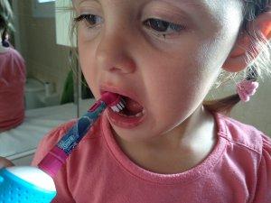 utilisation petite fille oralb kids